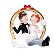 Un couple de mariés sur anneau doré