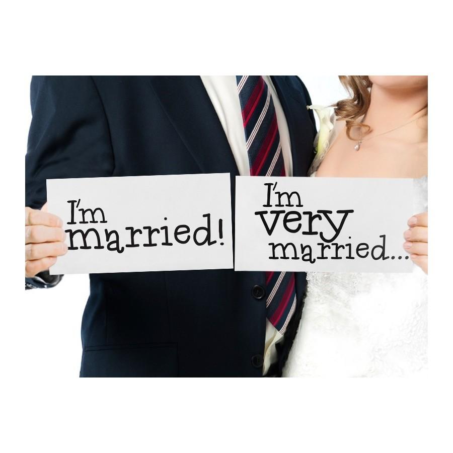 2 pancartes I'm married