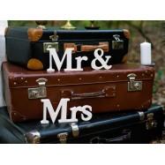 Mr & Mrs en bois mise en scène avec valise