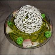 Vase rond avec des callas et une grosse boule de rodin