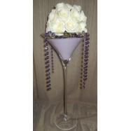 Vase martini avec des guirlandes de brillants et une demi boule de roses blanches