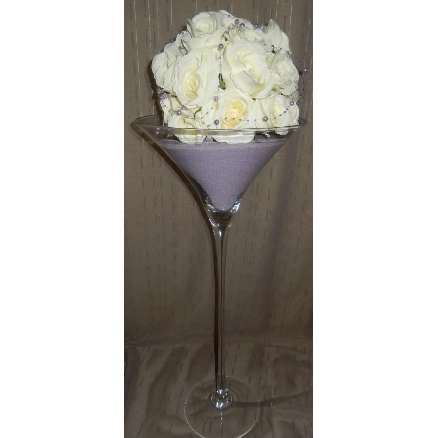 Vase martini avec des perles et une demi boule de roses blanches lilas