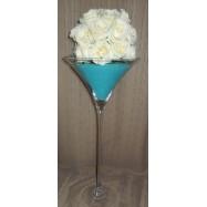 Vase martini avec des perles et une demi boule de roses blanches turquoise