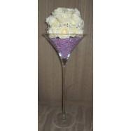 Vase martini avec des perles et une demi boule de roses blanches rose clair