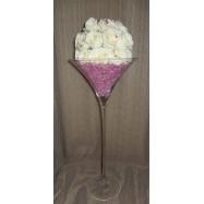 Vase martini avec des perles et une demi boule de roses blanches pierre rose